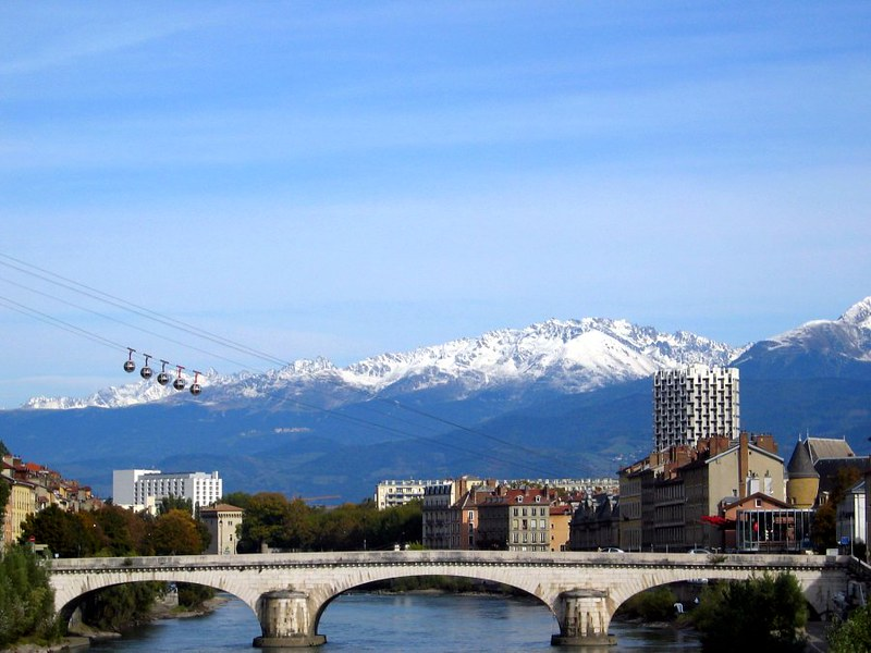 A view of Grenoble, with its cable car