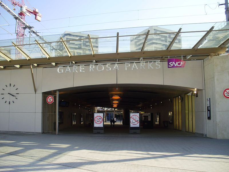 The entrance to Rosa-Parks station from the tramway