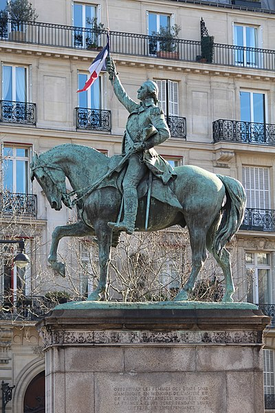 Statue of Washington on horseback, holding a French flag